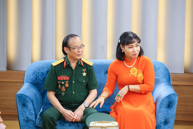 Chuyện tình của vị đại tá đặc công và người vợ kém 10 tuổi