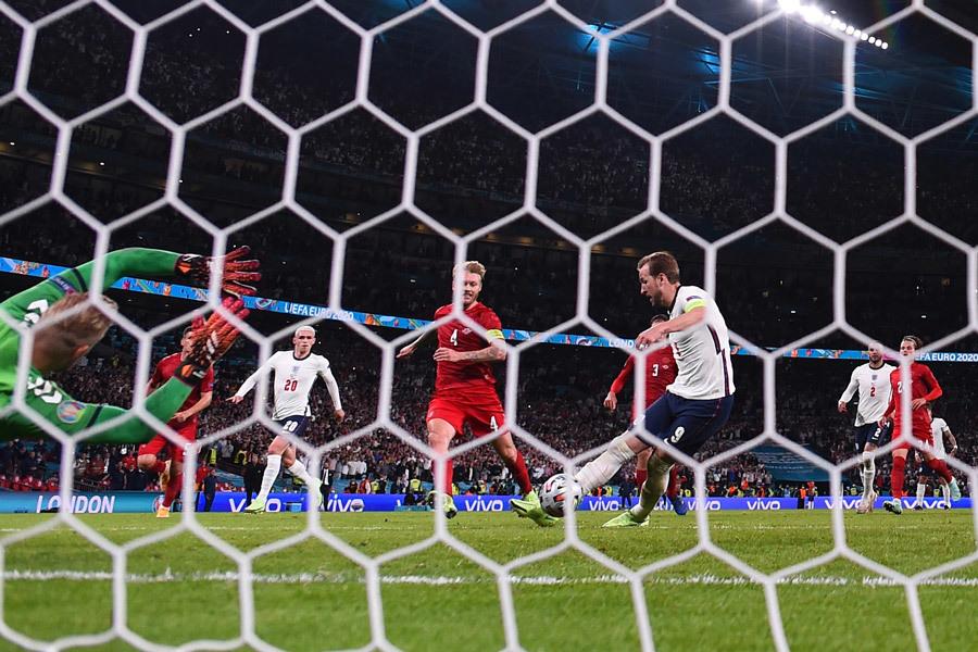 Anh vào chung kết EURO 2020: Chiến thắng của lòng kiêu hãnh