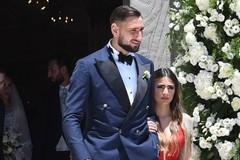 Thủ môn Italy và bạn gái chênh nhau 40cm