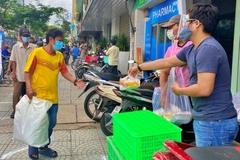Bữa cơm từ thiện trước ngày Sài Gòn giãn cách