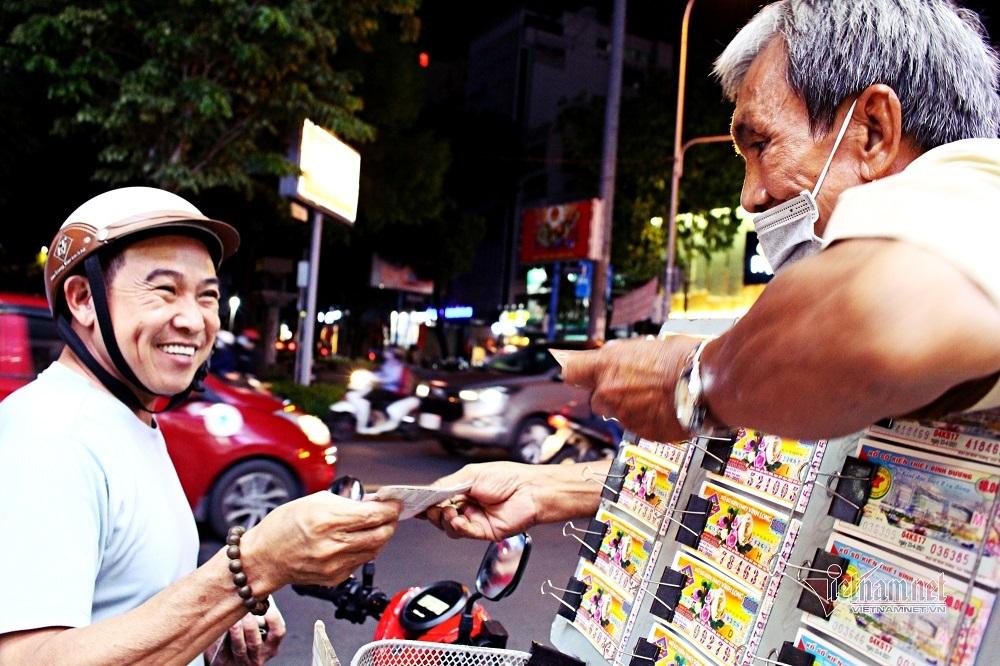 TP.HCM cấm dịch vụ ăn uống bán mang về khi giãn cách xã hội