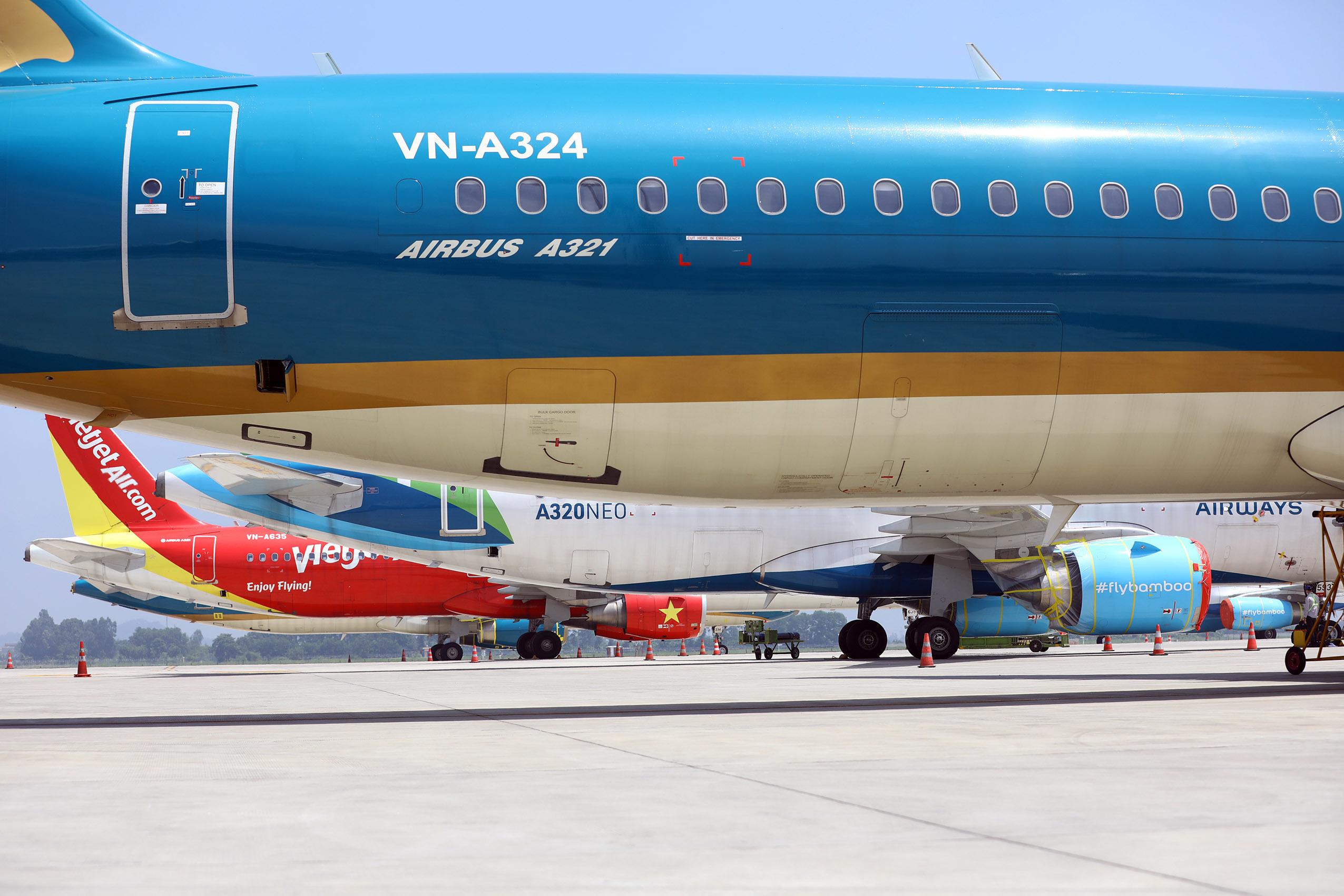 Máy bay nằm 'đắp chiếu', sân bay Nội Bài đóng cửa đường lăn làm sân đỗ