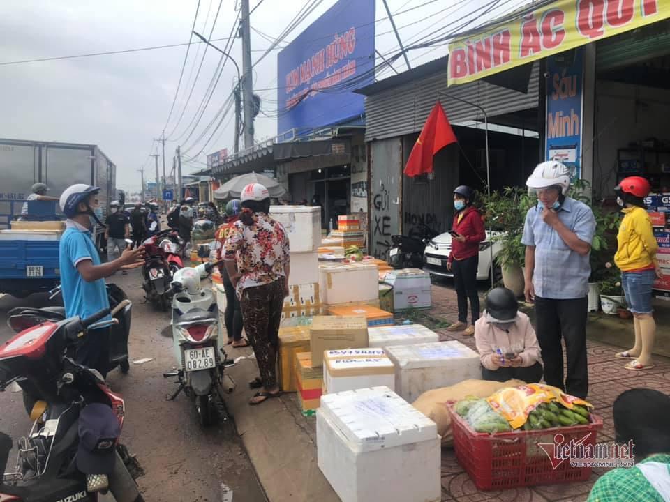 Bình Thuận, Đồng Nai tấp nập gửi hàng vào TP.HCM trước giờ giãn cách