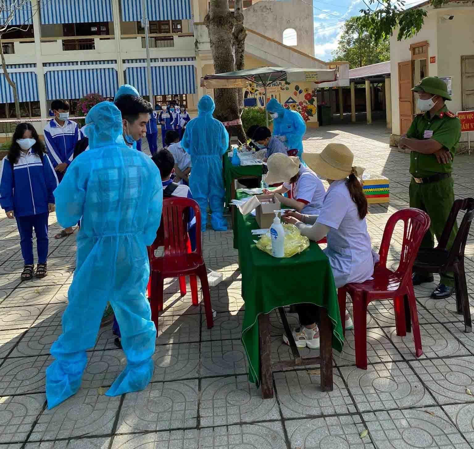 Xét nghiệm khẩn cấp cho 500 thí sinh và giám thị sau buổi thi cuối