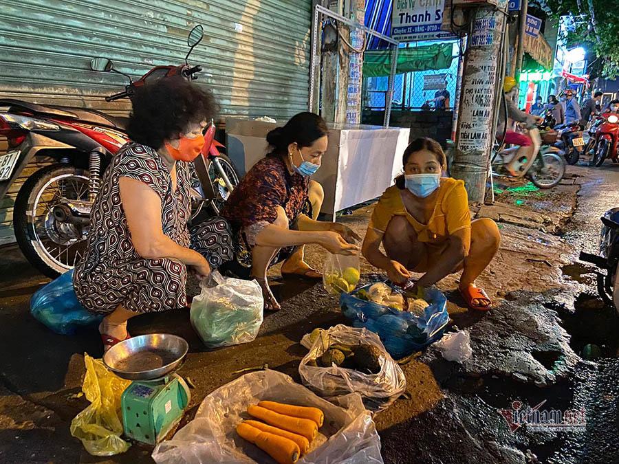 Không còn cảnh đổ xô mua rau, thịt trước giờ giãn cách ở TP.HCM