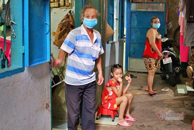 Sài Gòn giãn cách không xa cách: Ồ ạt chuyển quà vào xóm trọ trước giờ G
