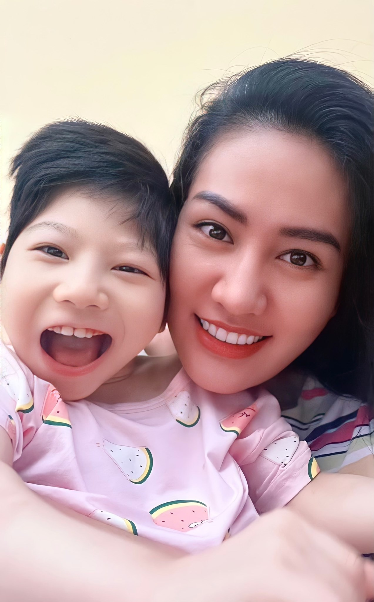 Minh Cúc 'Hương vị tình thân': Làm mẹ đơn thân tuổi 35, chuyên vai độc, dị
