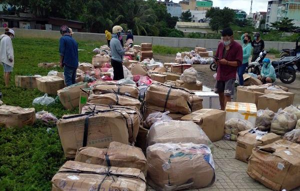 Rau từ Đà Lạt về Sài Gòn: 'Ùn ứ chất như núi, sao mà ăn được đây?'