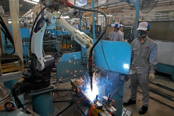 Vietnam should not be slow in opening its door: economists