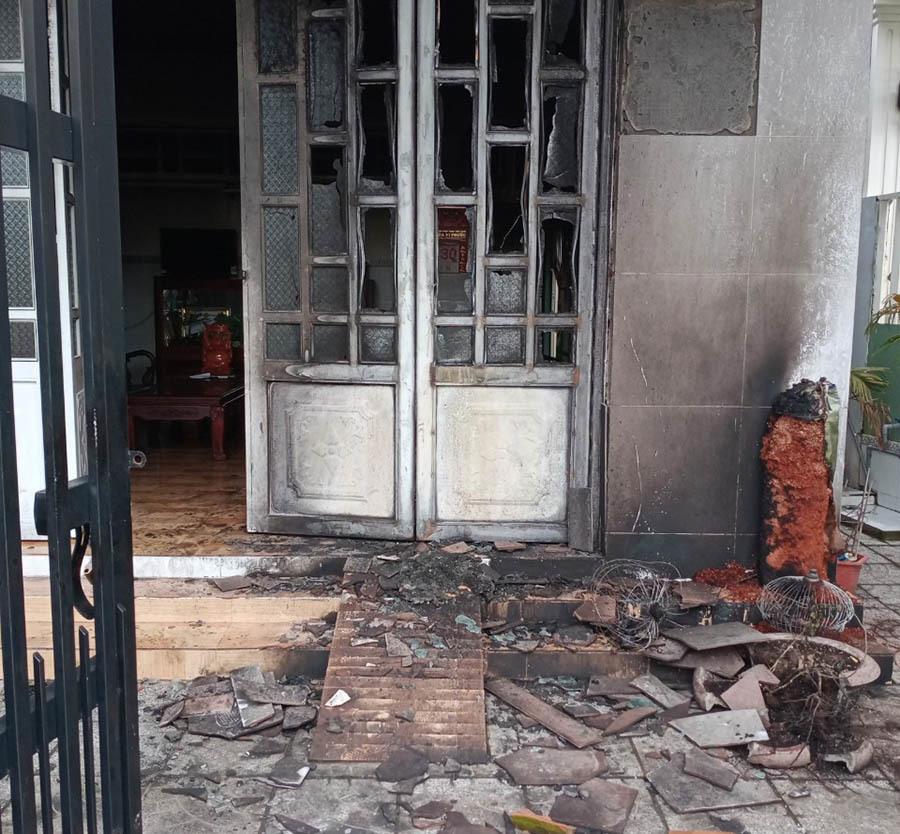 Truy tìm đối tượng liên quan vụ đốt nhà đội trưởng cảnh sát hình sự ở Cần Thơ