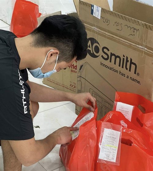 Technology comes to aid of HCM City small retailers amid COVID challenges