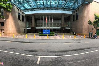 Khách sạn trăm tỷ được rao bán khắp nơi