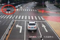 Đi xe của bạn trai cũ rồi vượt đèn đỏ 49 lần để trả thù