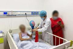 Dùng thuốc trừ sâu diệt chấy tóc, bà mẹ khiến con gái trúng độc