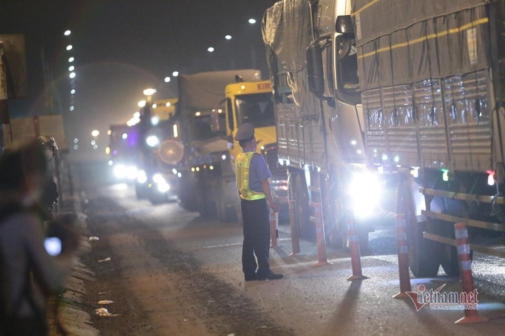 TP.HCM cấp giấy nhận diện hơn 4 nghìn xe qua 'luồng xanh' chốt kiểm dịch