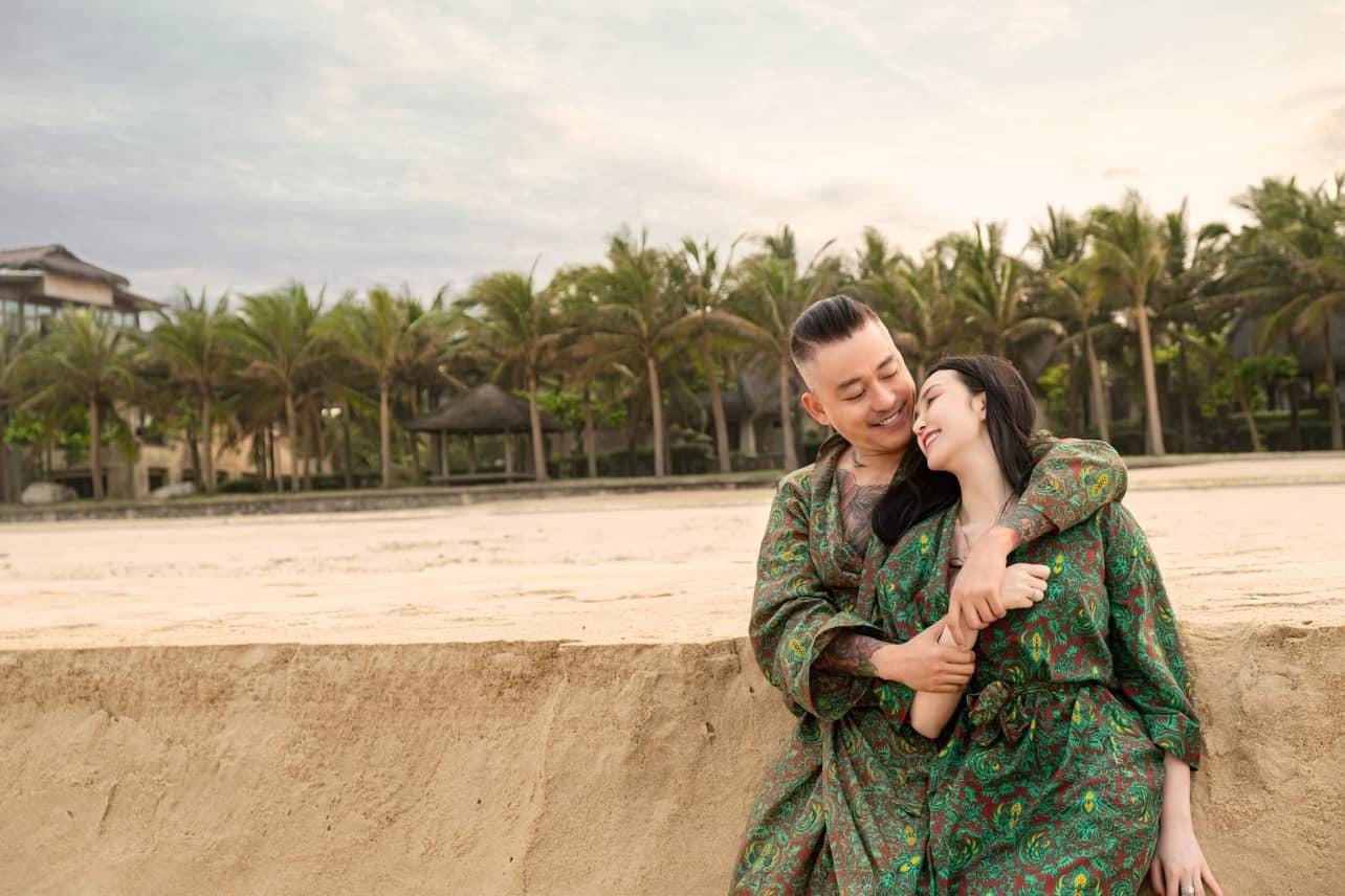 Khoảnh khắc ngọt ngào của Tuấn Hưng và bà xã kém 12 tuổi