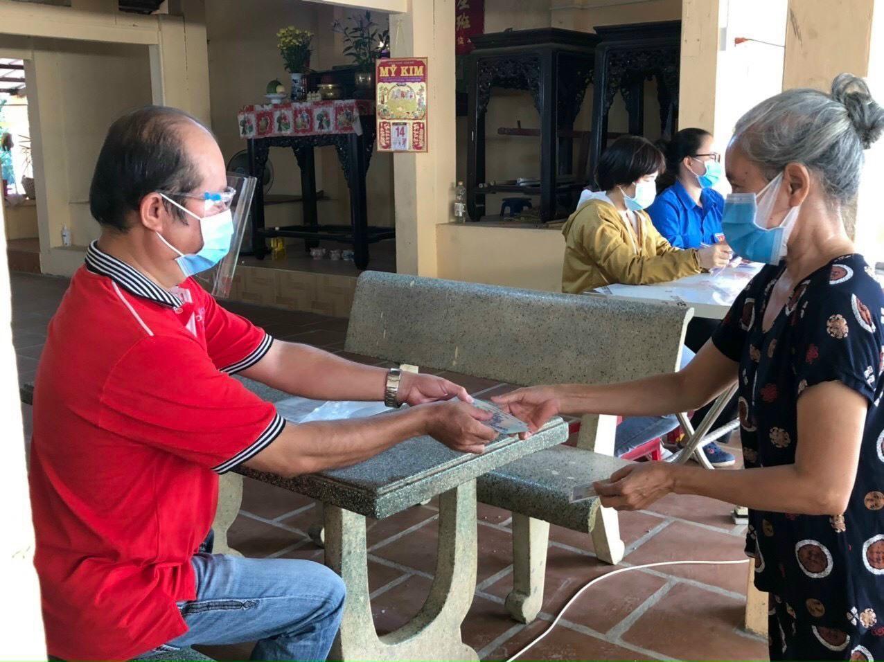 TP.HCM: Gần 1.000 người bị mất việc do dịch Covid-19 được nhận tiền hỗ trợ