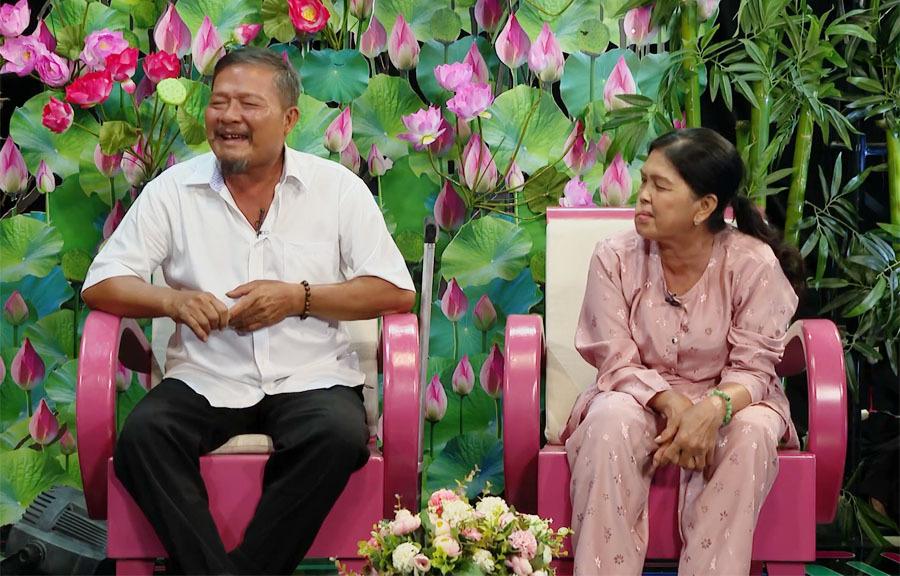 Vợ chồng nghèo được Quyền Linh giúp đỡ mở hàng tạp hóa
