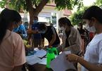 Người dân Campuchia hối hả đi tiêm vắc xin ngừa Covid-19