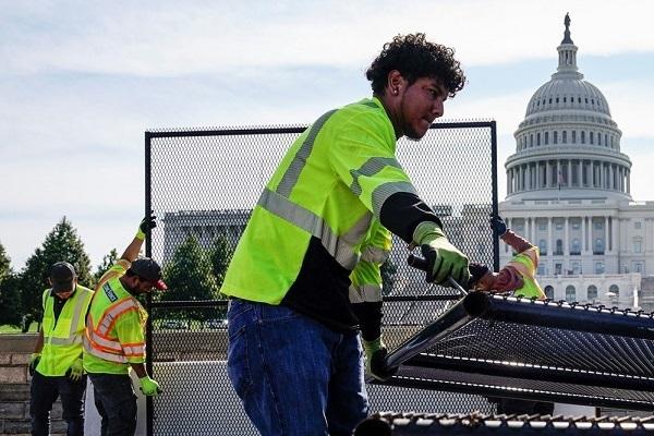 Mỹ bất ngờ dỡ bỏ hàng rào bao quanh tòa nhà quốc hội