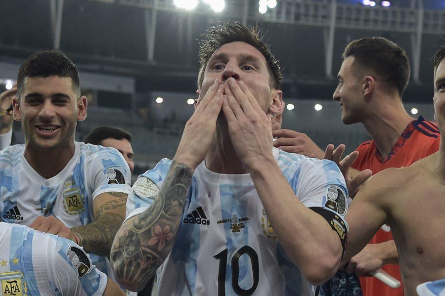Messi bật khóc khi tiếng còi trận chung kết Copa vang lên