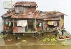 Trang trí bể thủy sinh bằng mô hình nhà ở miền Tây