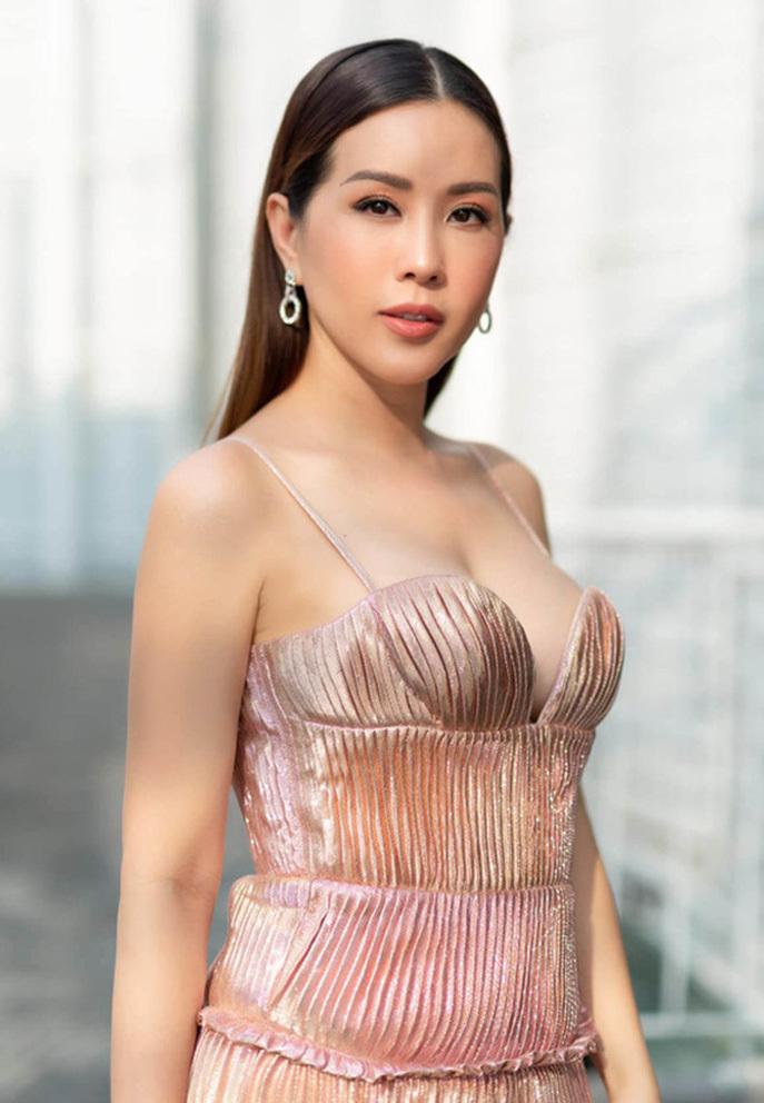 Vy Oanh nộp đơn khởi kiện Hoa hậu Thu Hoài