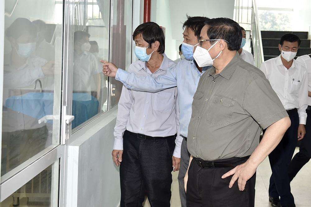 Chùm ảnh Thủ tướng thăm cơ sở xét nghiệm và điều trị bệnh nhân Covid-19 tại Tây Ninh