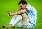 Messi gọi facetime khoe huy chương chiến thắng với vợ con