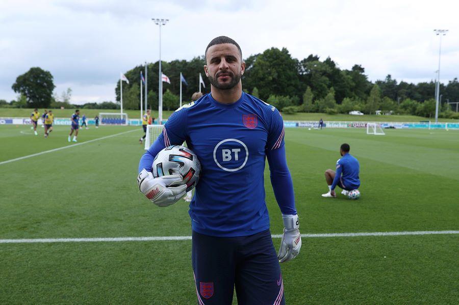 'Đột nhập' sân tập tuyển Anh trước trận chung kết EURO