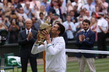 Djokovic cân bằng kỷ lục 20 danh hiệu Grand Slam của Federer, Nadal