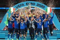Italy vô địch EURO 2020: Nghệ thuật sử dụng 'hiệu ứng anh chị em nhỏ' của Mancini
