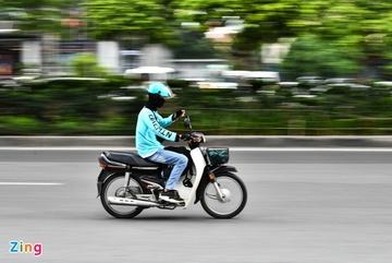 Dịch vụ đi chợ hộ tắc nghẽn vì nhu cầu tăng vọt
