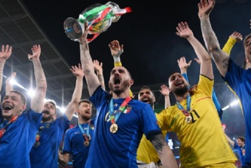 Anh lại ôm hận Italy: Sự dũng cảm đá bay toan tính lỗi