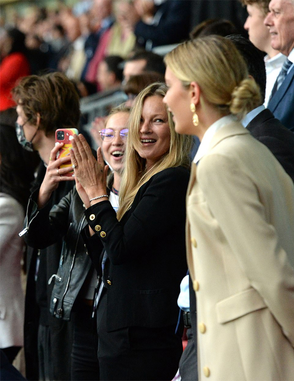 Tom Cruise và David Beckham gây sốt trên khán đài chung kết EURO