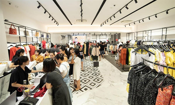 Fashion firms turn to online, promote digitalisation amid COVID-19