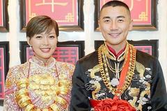 Tài tử Hồng Vĩnh Thành chi chục tỷ làm đám cưới 'dát vàng' khắp người