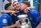 Cầu thủ Italy quẩy tưng bừng trong phòng thay đồ sân Wembley
