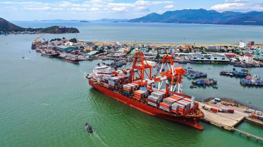 Bình Định phát hiện 7 thuyền viên trên tàu nước ngoài dương tính nCoV