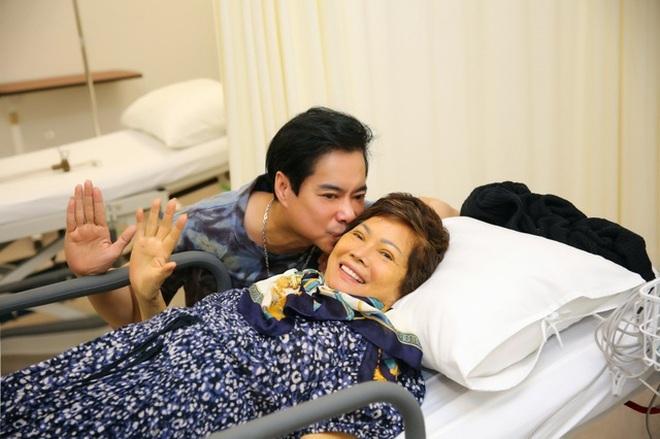 Mẹ Ngọc Sơn qua đời, nam ca sĩ đau đớn không thể về vì đang cách ly