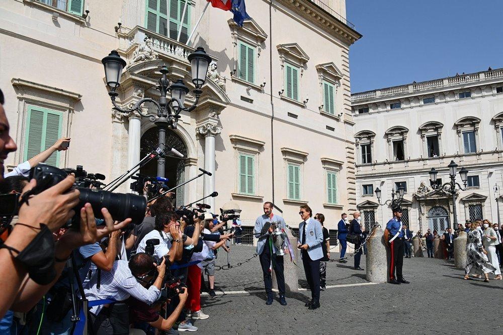 Nhà vô địch EURO diễu hành hoành tráng trên đường phố Rome