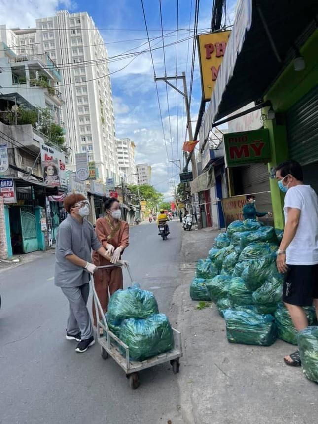 Quang Lê, Như Quỳnh nấu ăn cho người khó khăn ở TPHCM
