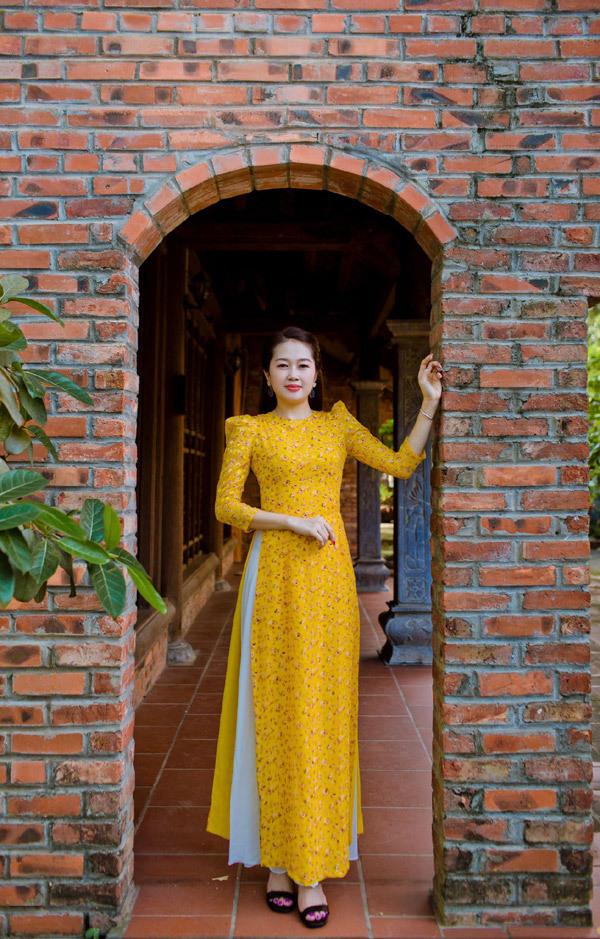 Đa dạng mẫu áo dài ở cửa hàng Đỗ Tiến Vũ