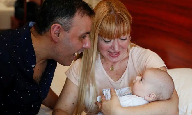 Người mang thai hộ ngoại tình với cha đứa trẻ ở Canada