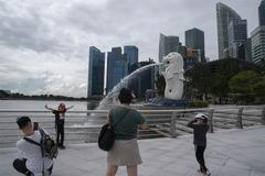 """Đạt mốc tiêm chủng ấn tượng, Singapore vạch lộ trình """"sống chung với Covid-19"""""""