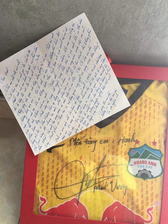 Xúc động lá thứ Minh Vương gửi cầu thủ nữ mắc bệnh khó chữa