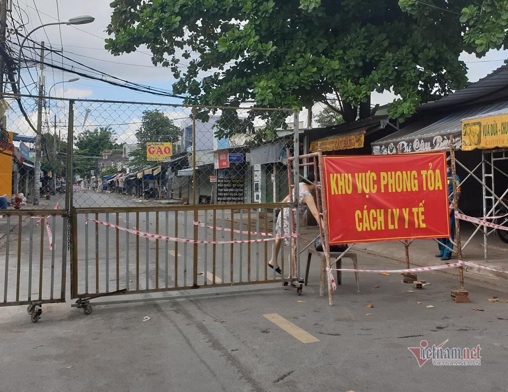 TP.HCM thành lập tổ quản lý các khu phong tỏa, đi chợ thay dân