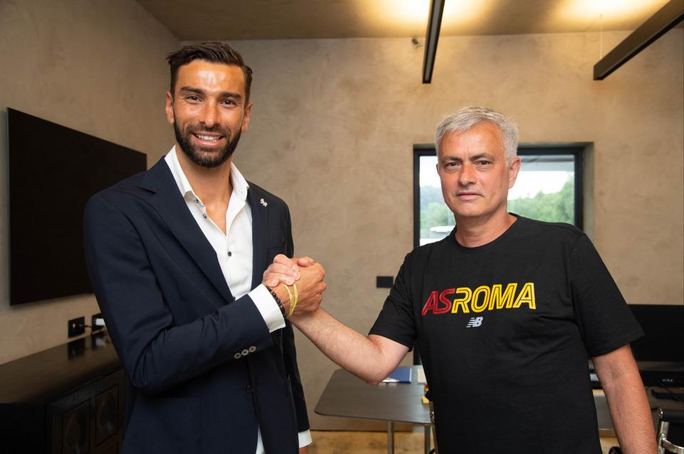 Mourinho tuyển mộ tân binh đầu tiên ở AS Roma