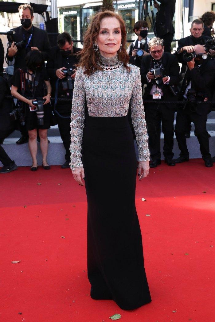 Siêu mẫu nổi bật thảm đỏ LHP Cannes nhờ kiểu tóc dị