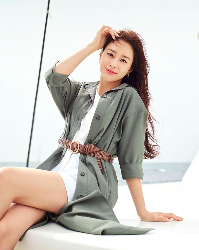 Khán giả khen nhan sắc Kim Tae Hee khi diện loạt váy áo hè